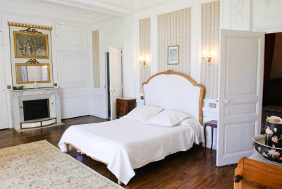Love Home Swap and an elegant French chateaux bedroom